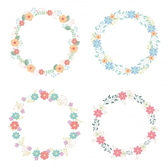 Corone circolari con decorazione di fiori e foglie