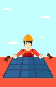 Costruttore con pannello solare.