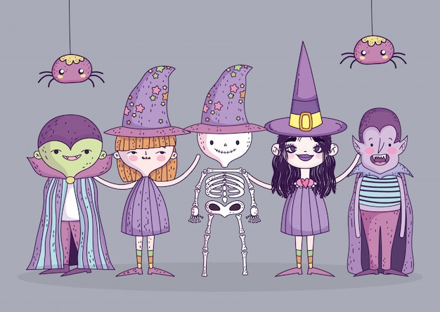 Costumi di ragazze e ragazzo felice celebrazione di halloween e ragni