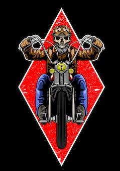 Cranio con casco classico e barba in sella a una moto