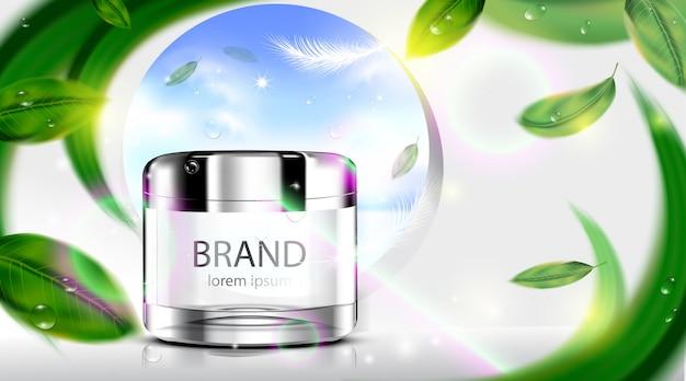 Crema cosmetica di lusso di cura di pelle del pacchetto della bottiglia con le foglie su bianco