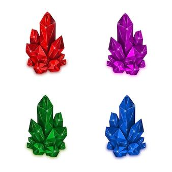 Cristallo rosso, viola, verde e blu isolato su sfondo bianco.