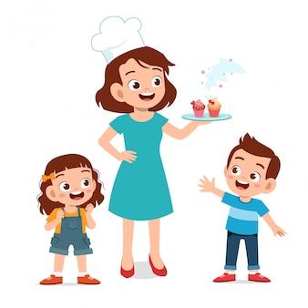 Cuoca madre con bambini