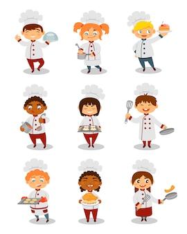 Cuochi unici dei bambini che cucinano insieme, caratteri svegli dei ragazzi e delle ragazze che preparano le illustrazioni del pasto su un fondo bianco