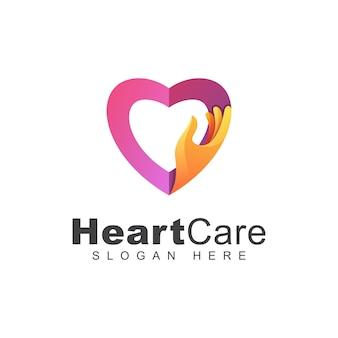 Cura del cuore di colore moderno o logo della mano di amore, modello di progettazione di logo della famiglia di amore