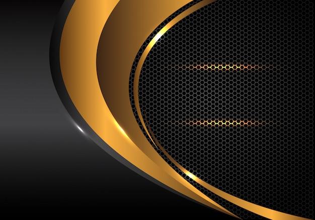 Curva d'oro e grigio metallico su esagono mesh di sfondo.