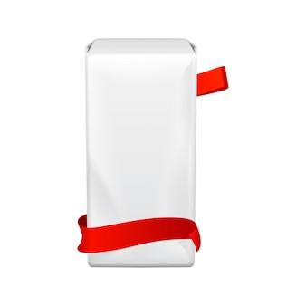 Cuscinetti per l'igiene femminile. confezione grande in plastica modello per assorbenti igienici. imballaggio su uno sfondo bianco. giorni mestruali