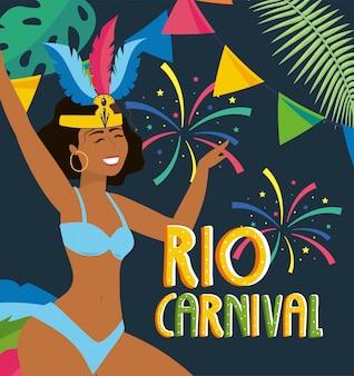 Danzatore della ragazza con fuochi d'artificio al carnevale di rio