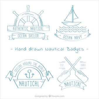 Decorativi distintivi disegnati a mano con elementi nautici
