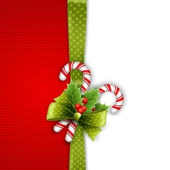 Decorazioni natalizie con foglie di agrifoglio e caramelle