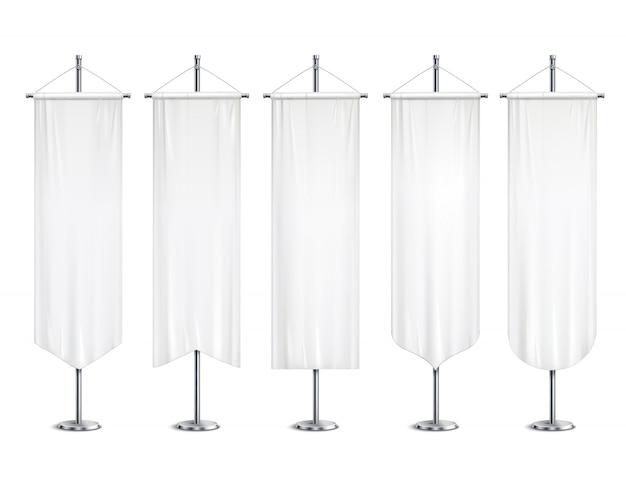 Derisione lunghe bianche in bianco sulle insegne delle bandiere degli stendardi che appendono sull'illustrazione realistica dell'insieme di sostegno del supporto di palo