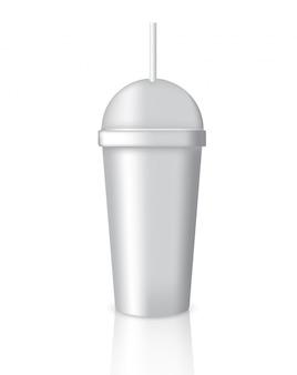 Derisione su caffè realistico che imballa con vetro o tazza su fondo bianco