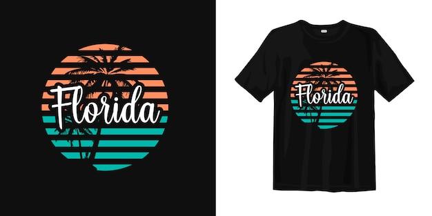Design alla moda ed elegante t-shirt in florida con silhouette di palma al tramonto