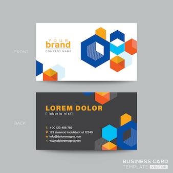 Design colorato biglietto da visita con cubo isometrico grafico.