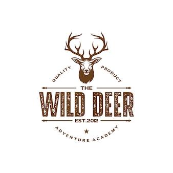 Design del logo cacciatore di cervo d'epoca