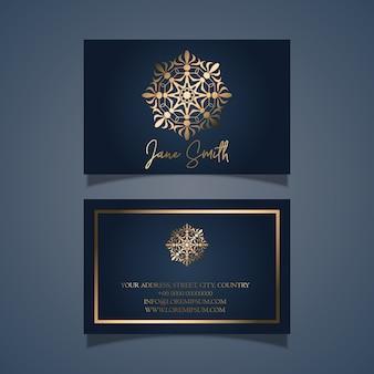 Design elegante biglietto da visita con mandala d'oro