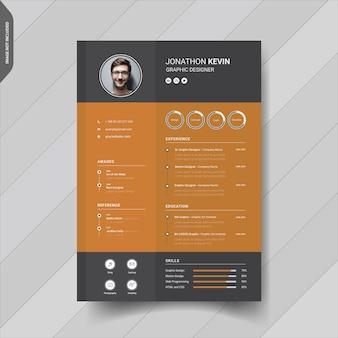 Design moderno e creativo del modello di curriculum