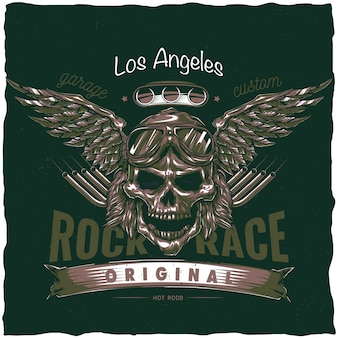 Design vintage dell'etichetta della maglietta hot rod con illustrazione del teschio del conducente con occhiali e ali. illustrazione disegnata a mano.