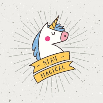Design vintage t-shirt con slogan in unicorno