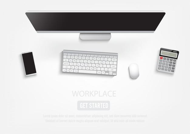 Desktop sul posto di lavoro realistico.