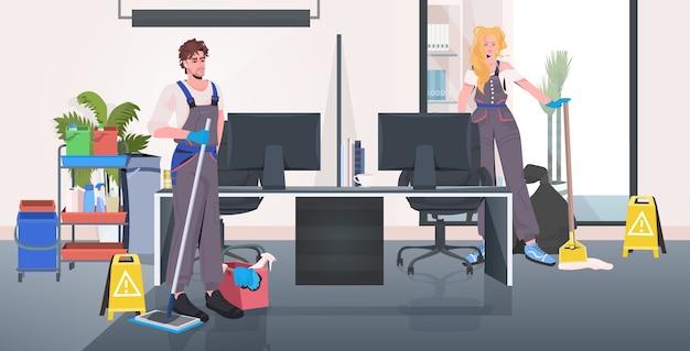 Detergenti in uniforme pulizia e disinfezione del pavimento