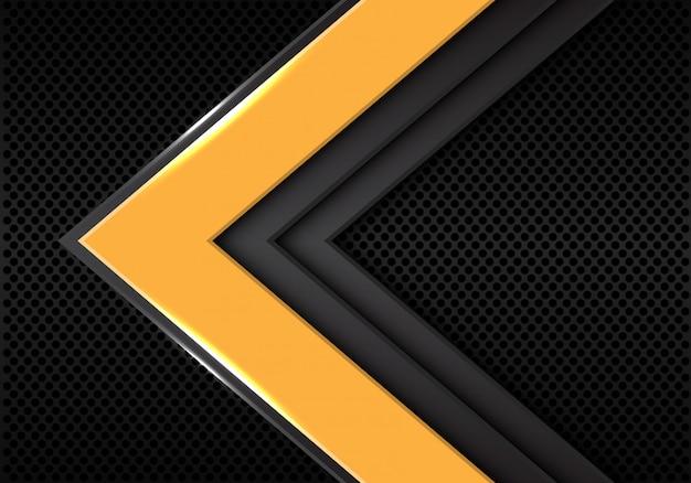 Direzione della freccia grigio giallo su sfondo spazio vuoto scuro.