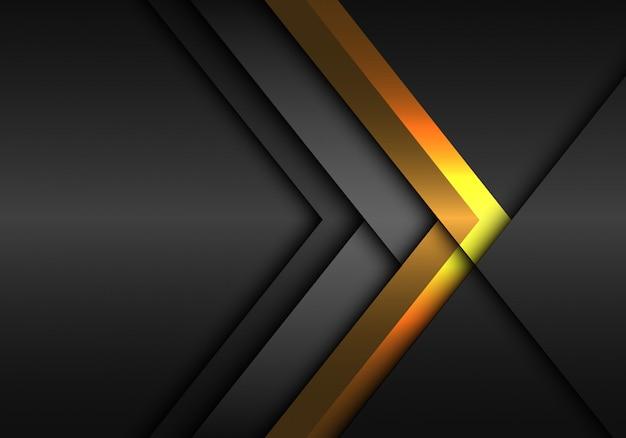 Direzione della freccia grigio oro su sfondo scuro metallico.