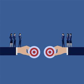 Discussione del team aziendale per scegliere il miglior obiettivo.