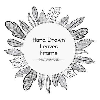 Disegnato a mano in bianco e nero disegno rotondo floreale