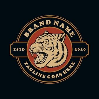 Disegnato a mano logo vintage tigre o mascotte emblema simbolo.