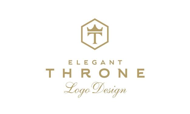 Disegno del logo del trono vintage di lusso con iniziale t e corona