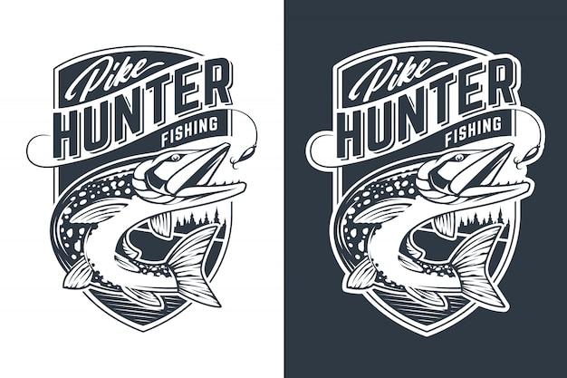 Disegno dell'emblema di vettore di pike hunter. distintivo in stile retrò con pesce luccio in movimento che cattura esche.
