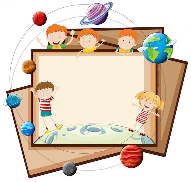 Disegno di carta con bambini e pianeti