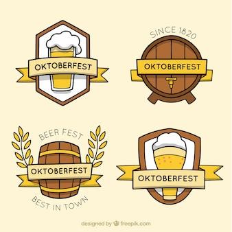 Distintivi di birra oktoberfest disegnati a mano
