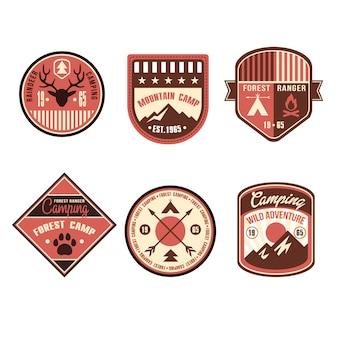 Distintivi di campo all'aperto vintage ed emblemi con logo
