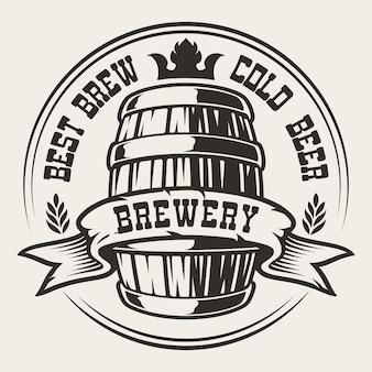 Distintivo con un barile di birra su sfondo bianco. il testo è in un gruppo separato.
