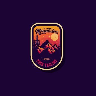 Distintivo di montagna sul viola