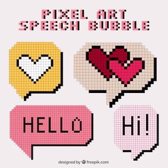 Diverse bolle di discorso fatta di pixel con un messaggio