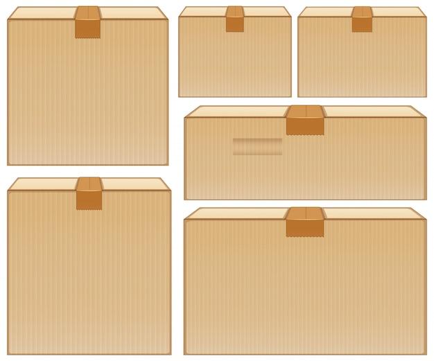 Diverse dimensioni di scatole di cartone su bianco