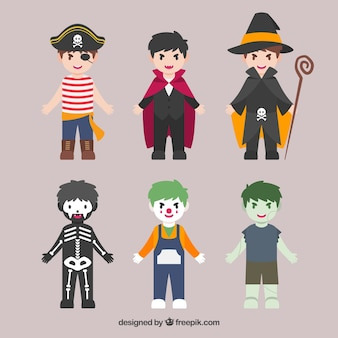 Diversi bambini in costumi da halloween