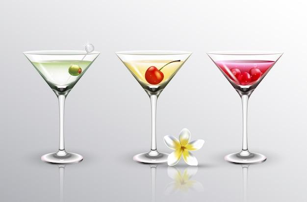 Diversi cocktail estivi con frutta ciliegia e olive isolate