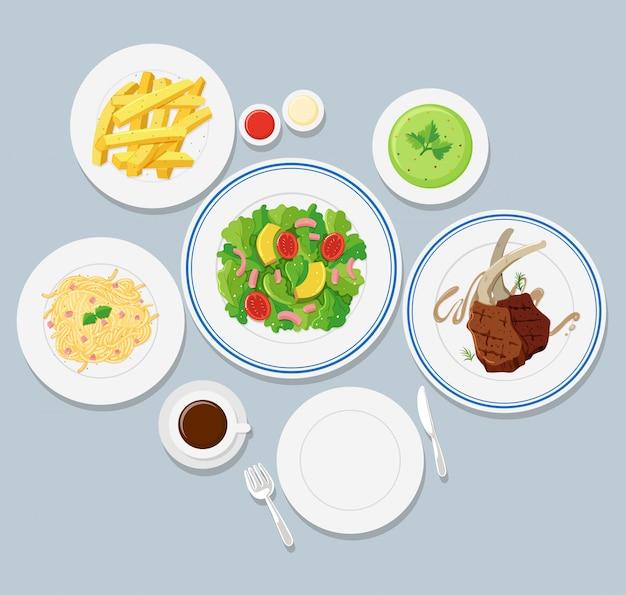 Diversi tipi di cibo su sfondo blu