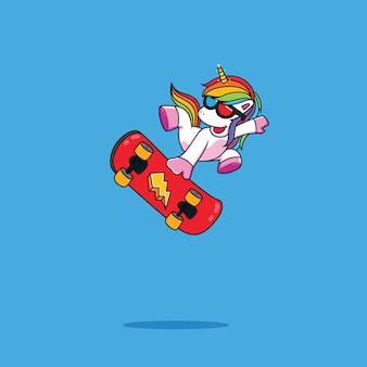 Divertente unicorno su uno skateboard
