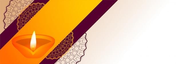 Diya decorativo di festival di diwali con l'insegna dello spazio del testo