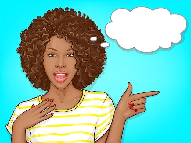 Donna afroamericana sorpresa con i capelli di afro e l'illustrazione aperta del fumetto della bocca