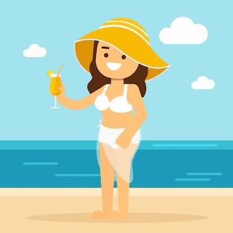 Donna andare a viaggiare donna in bikini su una spiaggia di sabbia bere succo d'arancia