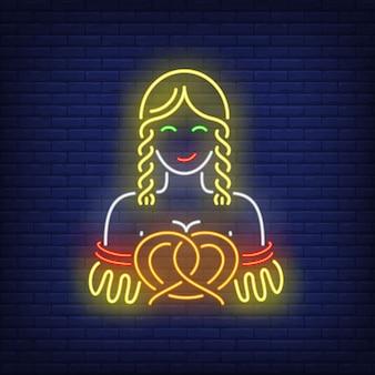 Donna bavarese con insegna al neon pretzel