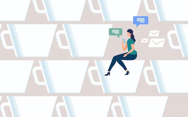 Donna che chiacchiera online sul vettore della pausa caffè