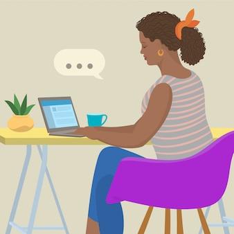 Donna che chiacchiera sulla rete