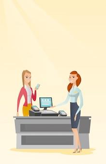 Donna che paga wireless con uno smartphone.